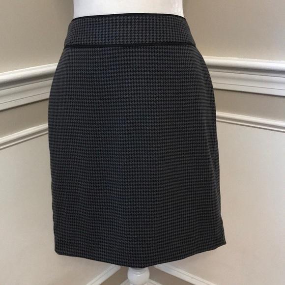 1a4e39db32 Banana Republic Skirts | Blackgrey Houndstooth Skirt | Poshmark